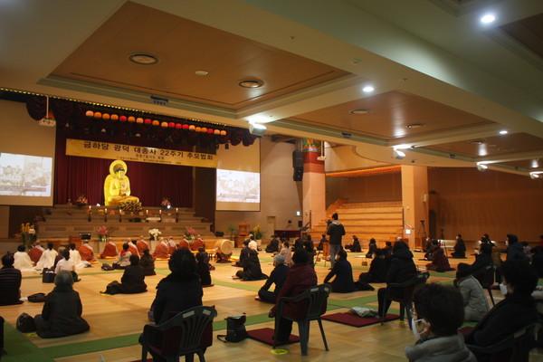 서울 불광사는 2월 20일 불광사 보광당에서 광덕 스님 열반 22주기 추모법회를 개최했다.